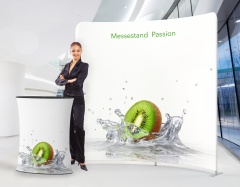 Messestand Passion mit Messewand und Messetheke
